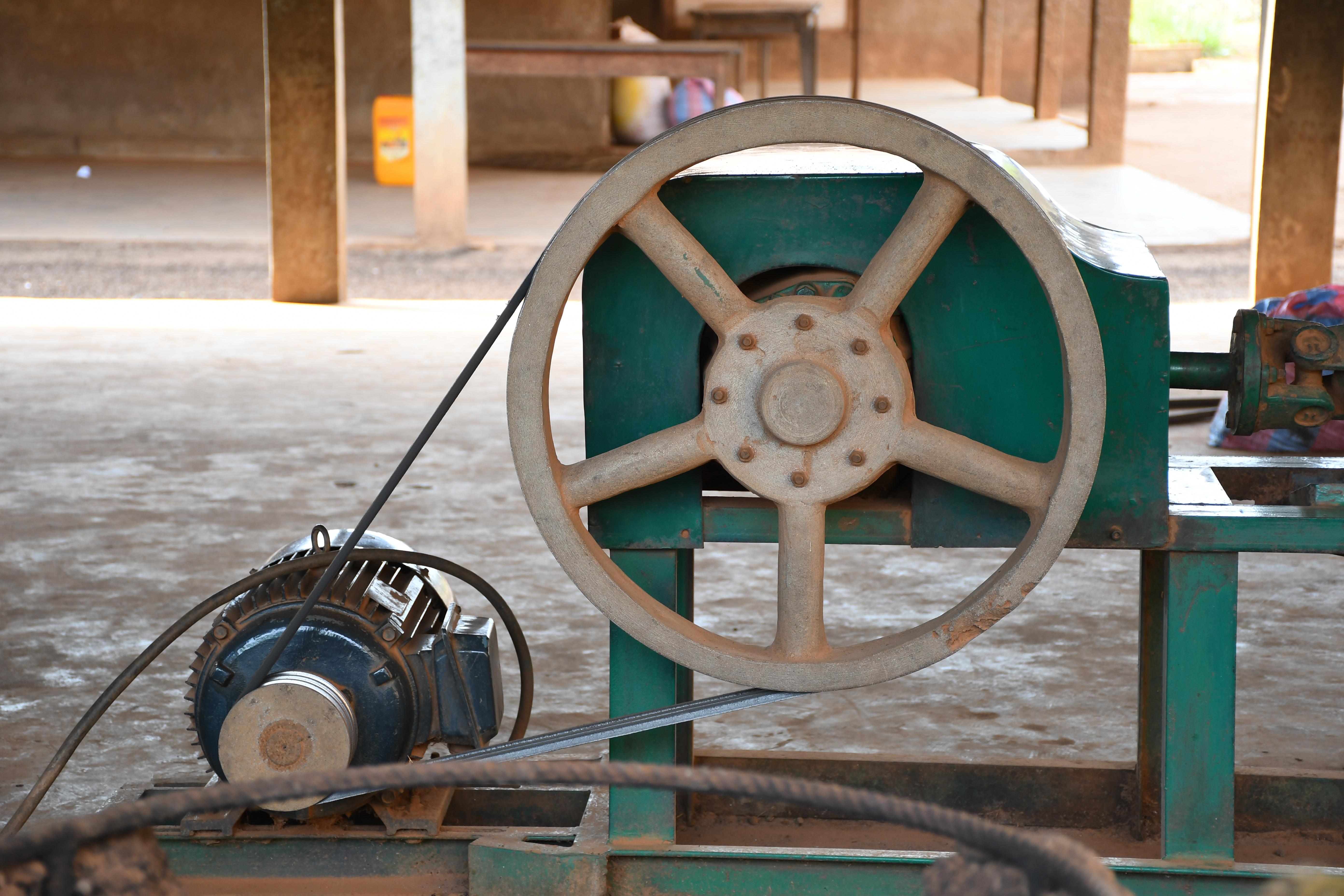 Photo by Tyck | machine, mechanical, grinding wheel