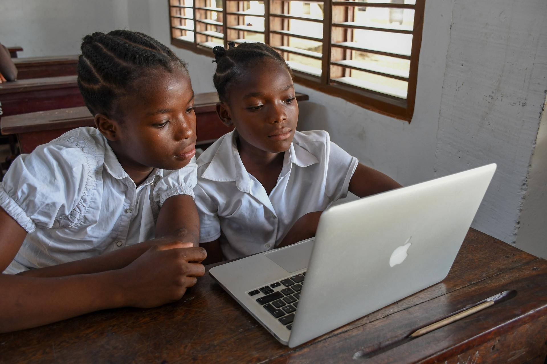 Africa, free, photo, school, classroom, classmates, student, schoolgirl, work, macbook, laptop, computer training, education, study, technology